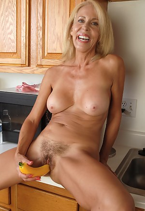 Free MILF Sex Toys Porn Pictures