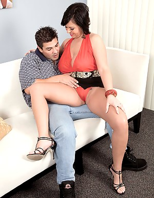Free MILF Seduction Porn Pictures